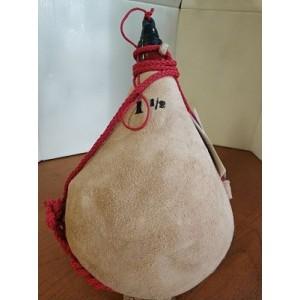 Bota de vino tradicional de piel de cabra, de pez de litro y medio